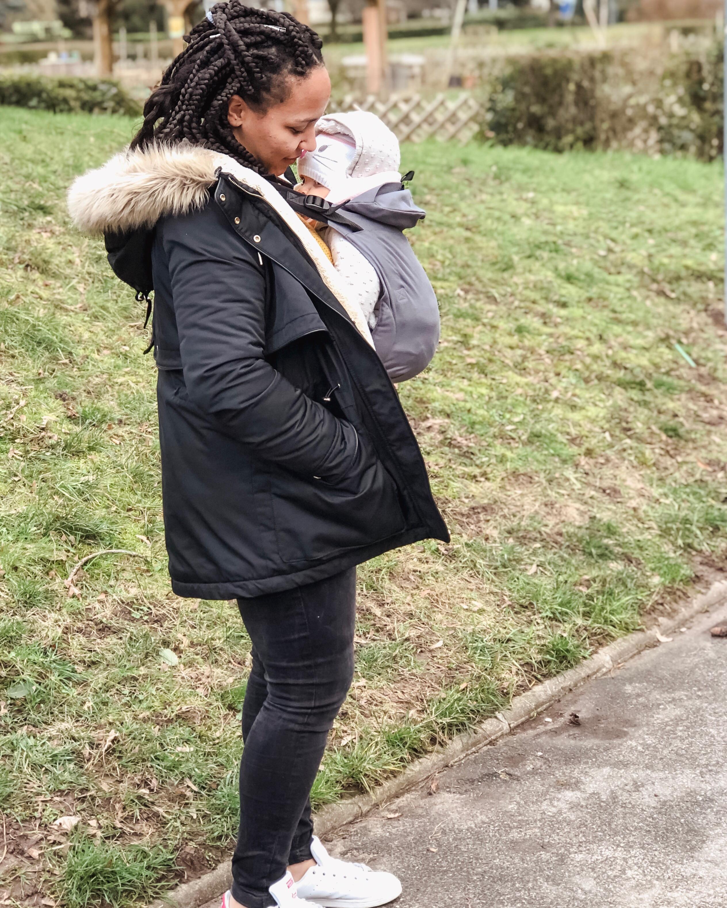 Portage de bébé avec le porte bébé physiologique Néo de la marque Néobulle