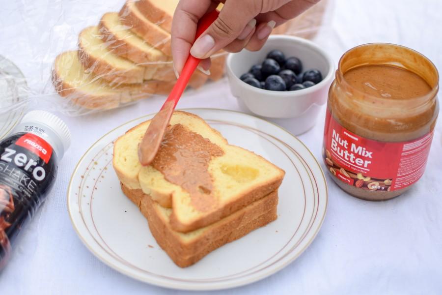 Le pack petit déjeuner de la marque Prozis : bagel, brioche protéinée, pâte à tartiner saine à base d'oléagineux, et shake au chocolat